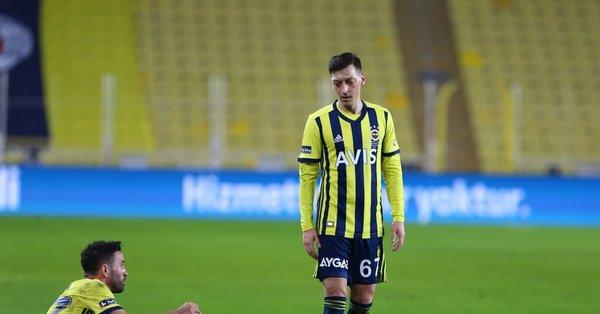 Mesut Özil boş kaleye kaçırdı taraftar çıldırdı
