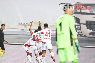 Son dakika spor haberi: Fenerbahçe-Antalyaspor maçında Tisserand'dan taraftarı çıldırtan hata! Kadro dışı kalmalı